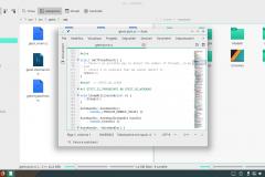 File sorgente aperto nell'editor di testo su Manjaro KDE